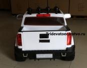 Двухместный, полноприводный электромобиль для детей Chevrolet Pick-up на резиновых колесах и с пультом управления 2,4G